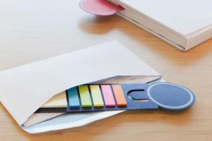 Gadżety reklamowe - zakładka do książki plus kolorowe samoprzylepne karteczki